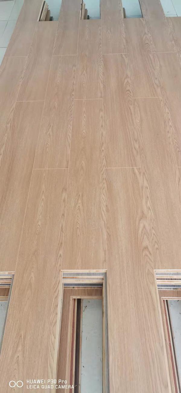赫之琳-木地板-E0E1